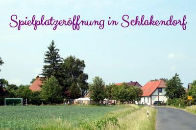 Foto zur Meldung: Spielplatzeröffnung in Schlakendorf
