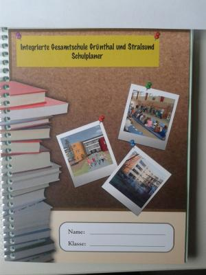 Foto zur Meldung: Jetzt eingetroffen - IGS-Hausaufgabenhefte für das Schuljahr 2016/17