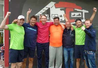 Foto zur Meldung: Tennis (Herren 40) - Spiel zu einer faustdicken Überraschung gedreht