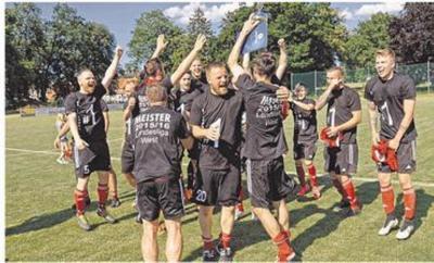 Vorschaubild zur Meldung: Cambs-Leezen feiert Meistertitel