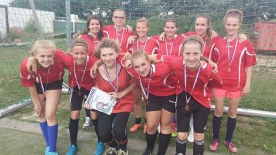 Foto zur Meldung: Medaillen im Landesfinale des Mädchenfußballs