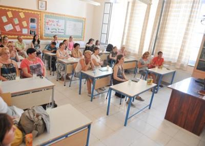 Foto zur Meldung: KA1 - ICT Fortbildung in Zypern (Lehrer drücken Schulbank)