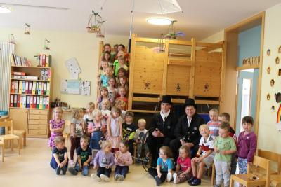 Foto zur Meldung: Zwei Kaminkehrer im Kindergarten