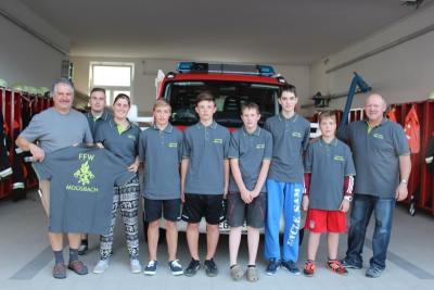 Foto zur Meldung: Die Feuerwehr erhielt neue T-Shirts