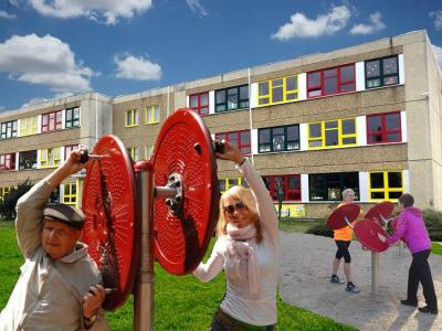 Foto zur Meldung: MEHRGENERATIONSPARCOUR an der Grundschule Hirschfeld