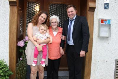 Foto zu Meldung: Zum 95. Geburtstag von Karoline Jansen  - Ministerpräsident Seehofer schickte ein Glückwunschschreiben