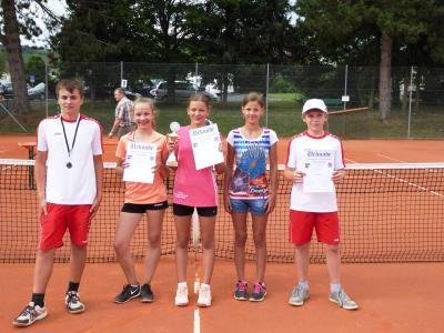 Vorschaubild zur Meldung: Die TC RW Jugend gewann zwei Titel bei den Tennis-Landkreismeisterschaften 2016 in Hammelburg