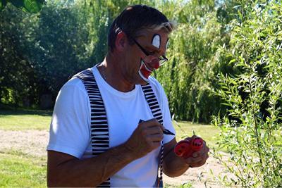 Foto zur Meldung: Clown Flori - zu Gast im Peenecamp