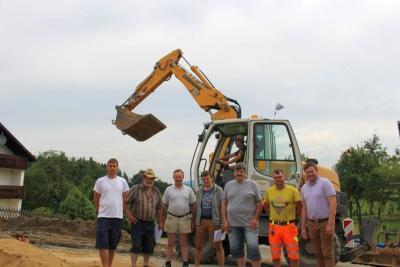 Foto zu Meldung: Wasserleitungsneubau nach Krailing will Bürgermeister Eckl gut über die Bühne bringen