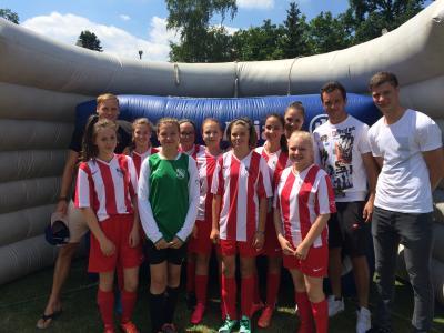 Foto zur Meldung: U-15 Juniorinnen des ATG Tröstau treffen Club-Profis