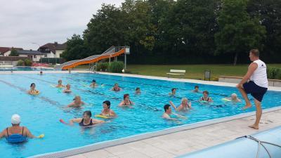 Foto zur Meldung: Wassergymnastik mit den Landfrauen