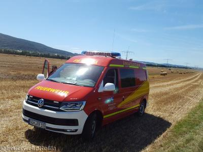Foto zu Meldung: Brandbekämpfung - Feldbrand / Brand Strohpresse