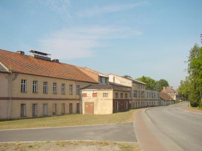 Blick von der Straßenseite auf die Gebäude der Papierfabrik ca.2004