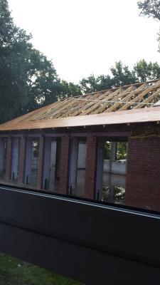 Foto zur Meldung: Weiterbau am Dach