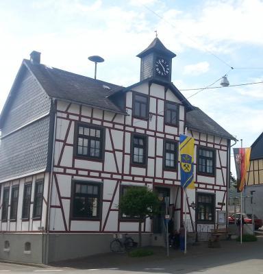 Die Wohnung befindet sich im 1. OG des Gemeindehauses