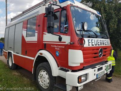 Foto zu Meldung: Brandbekämpfung - Feldbrand / Brand Strohballen
