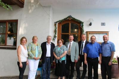 Foto zur Meldung: Schulleiter Ulrich Stoltmann und stellvertretende Schulleiterin Elisabeth Ruis gehen in den Ruhestand