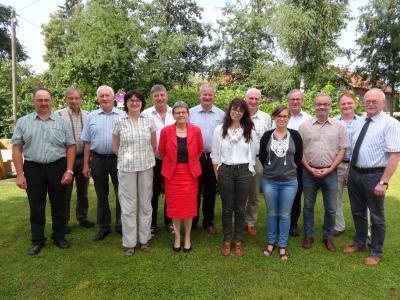 """""""Familienfoto"""" bei der Beteiligtenversammlung in Steinach: Die Bürgermeister der Trägergemeinden mit Netzwerkpartnern"""