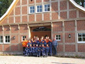 Vorschaubild zur Meldung: Freiwillige Feuerwehr Geeste/Osterbrock stiftet Sitzbänke