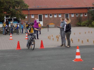 Foto zur Meldung: Fahrradprüfung 2016 im vierten Jahrgang