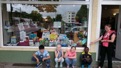"Foto zur Meldung: Lesekisten-Ausstellung in der Buchhandlung ""Bücher am Nonnendamm"""