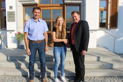 Foto zu Meldung: Die Gemeinde Prackenbach stellte eine Auszubildende ein