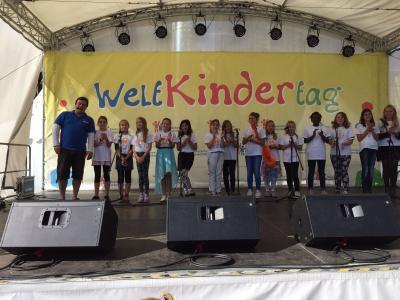 Foto zur Meldung: Auftritt beim Weltkindertag in Berlin am Potsdamer Platz