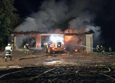 Foto zu Meldung: Brand einer landwirtschaftlichen Lagerhalle in Ampermoching