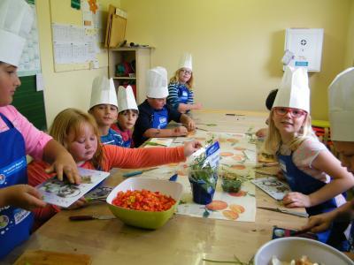 """Foto zu Meldung: Röslauer Schulkinder machen mit beim EDEKA-Projekt """"mehr bewegen – besser essen"""""""