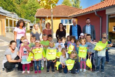 Vorschaubild zur Meldung: Spende der Fahrschule Duda an den Kindergarten