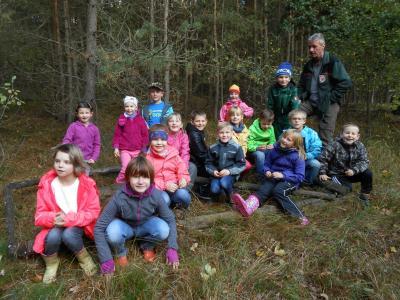Foto zur Meldung: Waldspaziergang mit dem Förster Herrn Aschenkampff