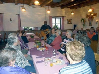 Foto zur Meldung: Seniorennachmittag mit Pater Alfons im Pfarrheim