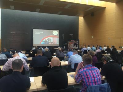 Entrauchung erleben mit Fach-Vorträgen und Praxis-Vorführungen beim AGE Roadshow-Event 2016 in Frankfurt/Main.