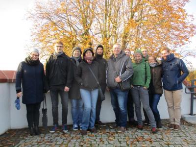 Küstrinbesucher mit dem Gästeführer Klaus Ahrendt auf der Bastion Brandenburg