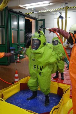 Foto zur Meldung: Chemieschutzübung
