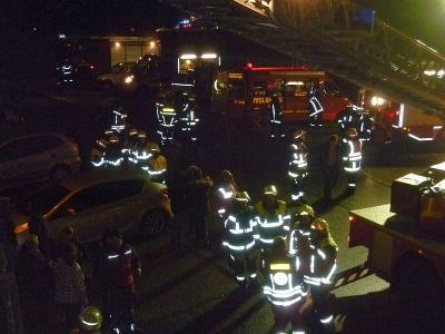Foto zu Meldung: Große Einsatzübung bei der Ruhmannsdorfer Feuerwehr – 13 Wehren aus zwei Landkreisen (Regen, Cham) Evakuierung war erforderlich