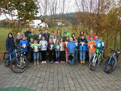 Foto zur Meldung: Radfahrprüfung in der Grundschule Prackenbach