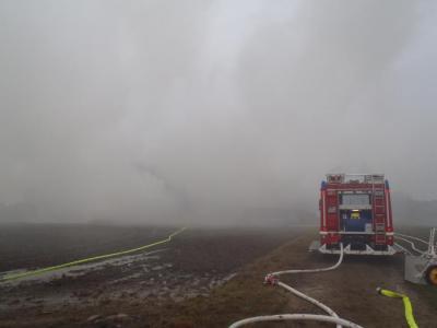 Foto zur Meldung: Brand Scheune Zillhofen (Nachlöscharbeiten)