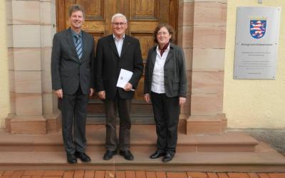 Von links: Bürgermeister Klemens Olbrich, Ortsgerichtsvorsteher Valentin Herrmann, Direktorin Dr. Gudrun Labenski