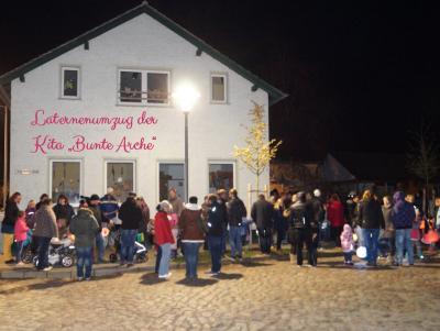 Foto zur Meldung: Laternenumzug in der Peenestadt Neukalen