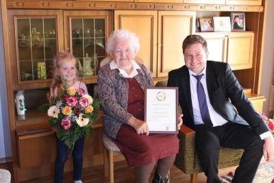 Foto zu Meldung: Zum 95. Geburtstag von Maria Fraundorfner