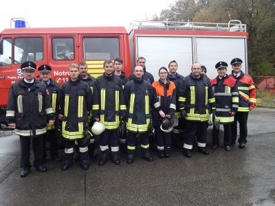 Die Löschgruppe der FFW Altrandsberg, mit Ausbilder, den Schiedsrichtern und mit 1.Kommandanten Matthias Maier.
