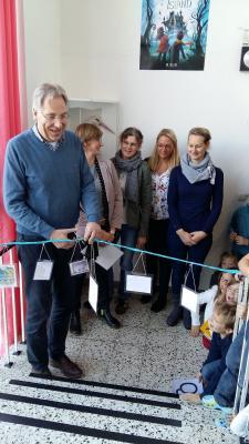 Herr Koschnitzke mit den Müttern, die die Umgestaltung gemacht haben