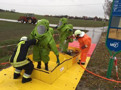 Foto zur Meldung: Gefahrengutunfall in Weichs am 19.11.2016