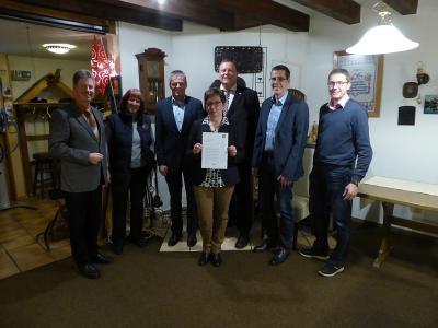 Über die finanzielle Unterstützung von Seiten der EAM freuen sich Vorstand und Mitglieder des Tourismusservice Rotkäppchenland e.V. .