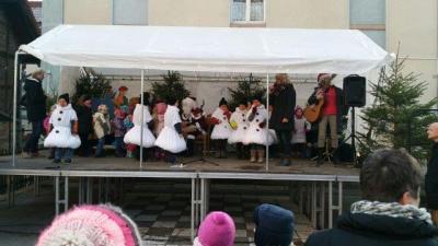 Foto zur Meldung: Singen auf dem Weihnachtsmarkt