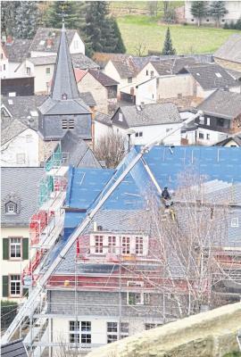 Foto zur Meldung: Ortsgemeinde: Dachsanierung vor Abschluss
