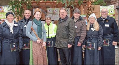 Die Vertreter des Netzwerks Streuobst mit Staatsminister Brunner (Mitte)