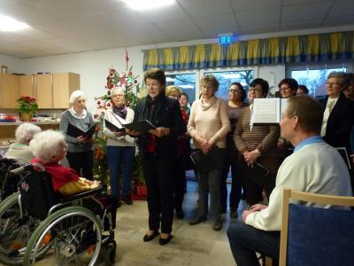 Foto zur Meldung: Adventssingen im Altenheim Friedewald