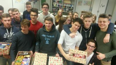 Vorschaubild zur Meldung: Weihnachtspäckchenaktion der Klasse 10c